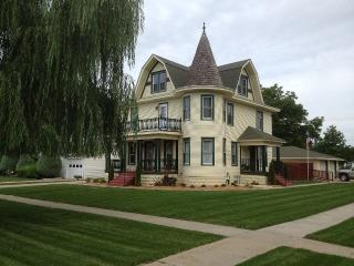 Victorian House Loup City Nebraska - Loup City vacation rentals