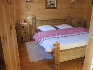 Comfortable 4 bedroom Chamonix Cottage with Internet Access - Chamonix vacation rentals