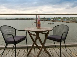 Charming 2 bedroom Apartment in Brightlingsea with Internet Access - Brightlingsea vacation rentals