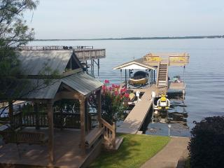 Perfect retreat with open water Cedar Creek - Malakoff vacation rentals