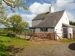 BOB FEDDAU, detached, pet-friendly, garden, woodburner, nr Llanddona, Ref 919166 - Llanddona vacation rentals