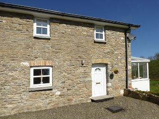 NO 2, semi-detached, WiFi, private enclosed courtyard, near Llanllwni Mountain and Llanllwni, Ref 924418 - Llanllwni vacation rentals