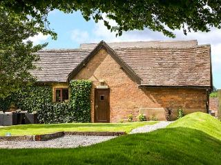 THE STABLES, family friendly, luxury holiday cottage, with a garden in - Stratford-upon-Avon vacation rentals