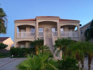 Ground unit 2 Bd 2 Bth Sleeps 8, block from beach - South Padre Island vacation rentals