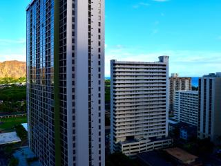Ocean and City view condo in the Banyan - Honolulu vacation rentals
