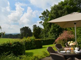 Bright Cottage with Internet Access and Outdoor Dining Area - Ellastone vacation rentals