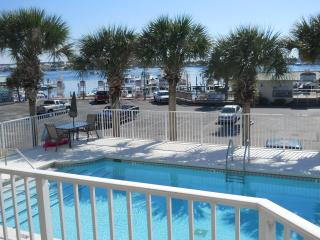 AWSOME ONE BEDROOM at the HEART of DESTIN - Destin vacation rentals
