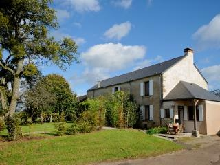 Gîte Le Cochon Volant, Nièvre, Burgundy, France - Monceaux le Comte vacation rentals