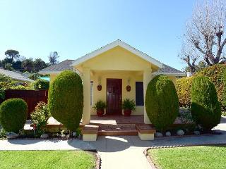 Beautiful 2 Bedroom, 2 Bathroom House in Eagle Rock Sleeps 5 - Los Angeles vacation rentals