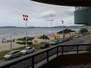 Apartamento 5 Dormitórios Frente Mar Itapema. - Itapema vacation rentals