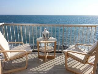 Les pieds dans l'eau à Collioure - Collioure vacation rentals