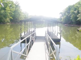 Cabin with Boat Slip on Lake Hartwell August Speci - Allendale vacation rentals