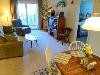 Very Clean Located near the trail, outlets + town! - Rehoboth Beach vacation rentals