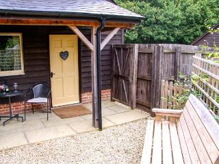 LITTLE FARLEY, detached, en-suite, WiFi, parking, in Bentley Woods near Farley, Ref 925643 - West Dean vacation rentals
