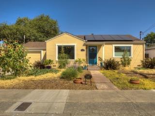 Sally's Garden Cottage, Sleeps 2-6, Walk to Shops - Santa Rosa vacation rentals
