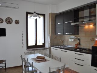Bright 2 bedroom Townhouse in Pavia with Internet Access - Pavia vacation rentals