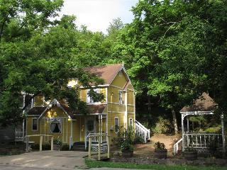 Cottages on Main Street Yellow Studio #1, walk to Downtown Eureka Springs - Garner vacation rentals