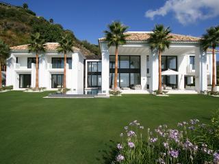Bright 5 bedroom Marbella House with A/C - Marbella vacation rentals