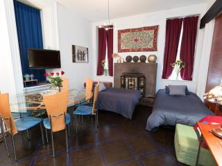 Remodeled Urban 1 BR in the East village! sleeps 5 - New York City vacation rentals