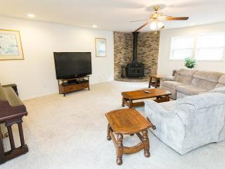 NASHVILLE STYLE AND CLOSE TO EVERYTHING !! - Nashville vacation rentals