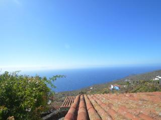 2 bedroom House with Internet Access in Fuencaliente de la Palma - Fuencaliente de la Palma vacation rentals