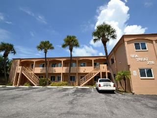 Sea Treat 11- 2nd Floor 2 Bedroom Gulf Side Condo - Small Dog Friendly! - Indian Rocks Beach vacation rentals