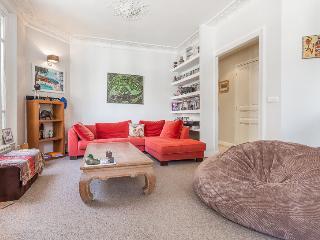 2 Bedrooms Flat - Puteaux - Puteaux vacation rentals