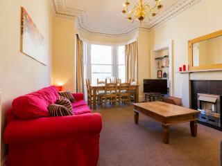 2 bedroom Apartment with Internet Access in Edinburgh - Edinburgh vacation rentals