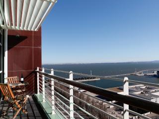 Lisbon fabulous 17th Floor River view apartment - Lisbon vacation rentals