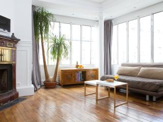 86. Beautifully Modern 1BR - Louvre - Tuileries - Paris vacation rentals