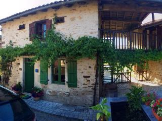 Les Hirondelles French country cottage with pool - Le Lindois vacation rentals