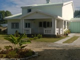Bright 5 bedroom Guest house in Toamasina (Tamatave) - Toamasina (Tamatave) vacation rentals