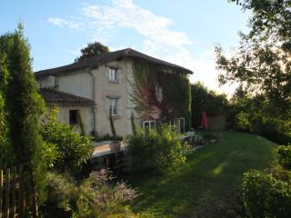 Lovely Farmhouse Barn with Internet Access and Central Heating - Verteillac vacation rentals