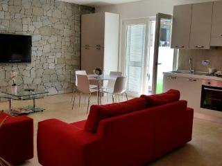 ACCOGLIENTE LOFT NEL CUORE DI LA MADDALENA - La Maddalena vacation rentals
