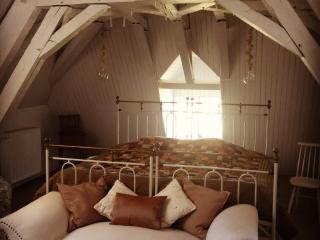 Romantic 1 bedroom Bed and Breakfast in Poisson with Internet Access - Poisson vacation rentals