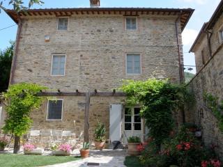 Dimora delle Camelie casa nel borgo vicino Lucca - Sant'Andrea di Compito vacation rentals