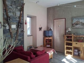 Cozy Apartment with Television and DVD Player - Cauterets vacation rentals