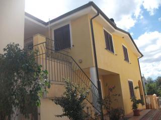 Cozy 2 bedroom B&B in Girasole - Girasole vacation rentals