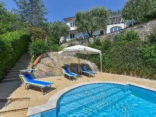 Bright 4 bedroom Vacation Rental in Piano di Mommio - Piano di Mommio vacation rentals