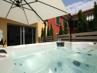 Lovely 2 bedroom Condo in Menaggio with Washing Machine - Menaggio vacation rentals