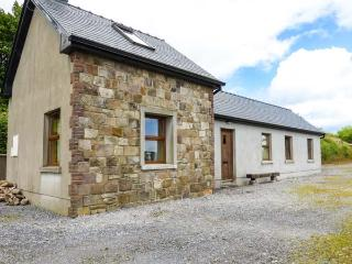 THE OLD COTTAGE, detached, solid fuel stove, garden, pet-friendly in Caher, Ref 927626 - Caher vacation rentals