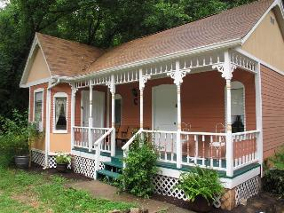 Cottages on Main Street #6 Peach, Downtown Eureka Springs Cabin, BEST VALUE! WiFi, Cable, Trolley, W - Garner vacation rentals