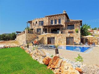 Perfect 4 bedroom Villa in Neo Chorion with Television - Neo Chorion vacation rentals