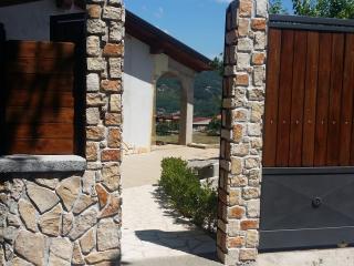 Casa indipendente con giardino - Cava De' Tirreni vacation rentals