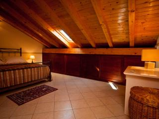Cozy 2 bedroom Townhouse in Belpasso with A/C - Belpasso vacation rentals