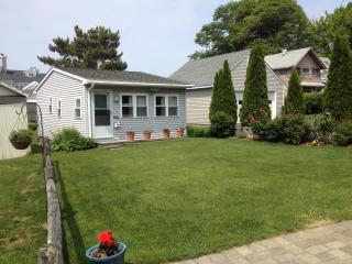 Ennis Cottage with private beach on Branford shore - Branford vacation rentals