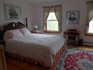 Queen room in peaceful country B&B, open May-Oct. - Mount Holly vacation rentals