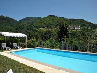 Lovely 4 bedroom Corfino Cottage with Internet Access - Corfino vacation rentals