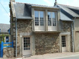 Nice House with Dishwasher and Short Breaks Allowed - Cancale vacation rentals