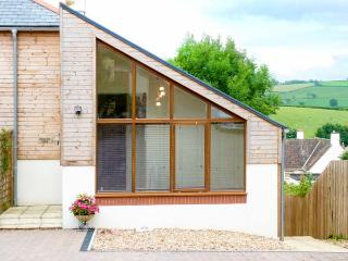 BROAD ASH LODGE, enclosed garden, near traditional pub, good walking base in Culm Valley in Bradninch, Ref 921832 - Bradninch vacation rentals